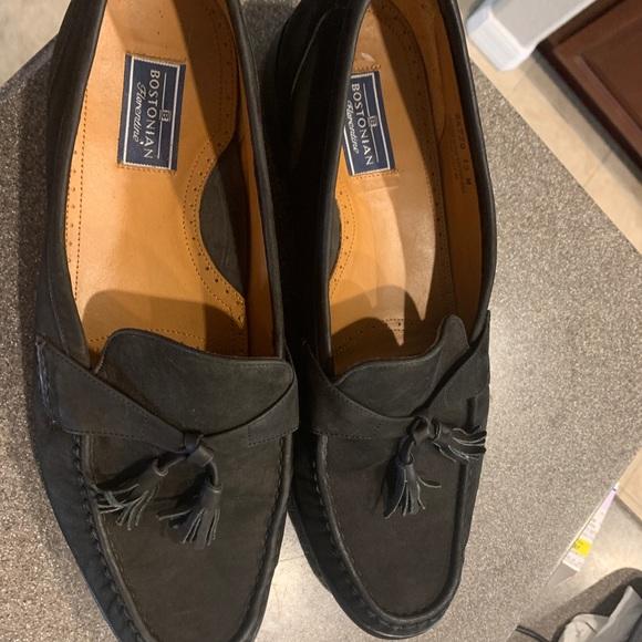 Bostonian Other - Bostonian Suede Leather Loafers w Tassels